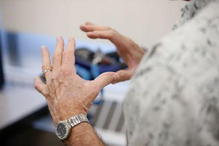 Parkinsons-help-device02